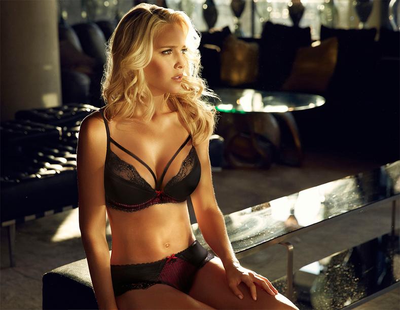 model wears Ultimo ooh la la black bra and short